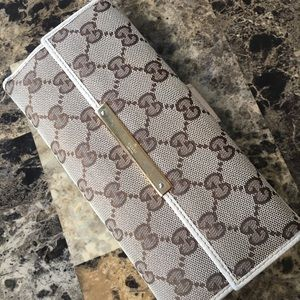 Authentic women Gucci wallet!